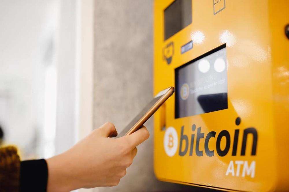 Ganar dinero invirtiendo en criptomonedas, cajeros automáticos